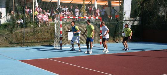 Stor, stor indsats. Hele La Danesa's hold (en havde fået det røde kort) passer på målet.