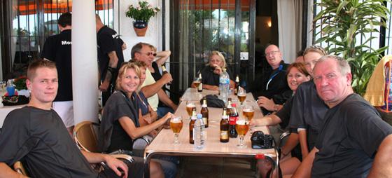 Thermo-Simz United nyder kolde øl i pausen.