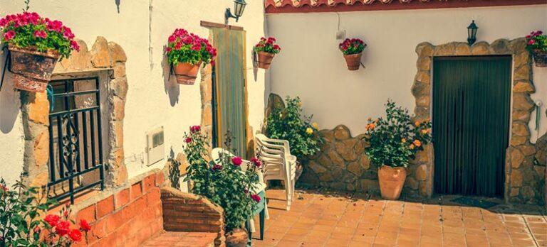 Jurabrevkassen – Vi er et ægtepar, ca. 60 år begge to, som har en ejerlejlighed fælles i DK og et lille hus fælles i Andalusien.