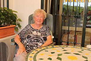 Ady Kronmark pa sin terrasse i Puebla Lucia