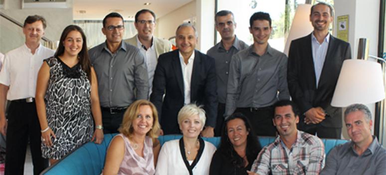 Cecile Peyrard og hendes team sammen med Gilles Bonan
