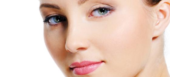 Gå sommeren i møde med en flot, nem og holdbar makeup