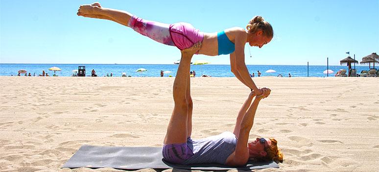 akro yoga