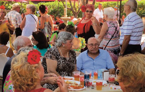 Fest på det lokale ældrecenter  'Patina, livsglæde og salsadans hos de ældre i Torremolinos'