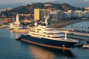 Superyachten 'Octopus' vender tilbage til Málaga havn