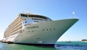 Verdens eneste beboelses-krydstogtskib tilbage i Málaga