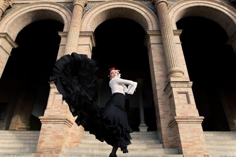 Stort flamenco-modeshow i Sevillas centrum
