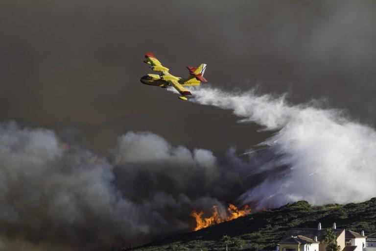 Regnbyger redder brandslukningsaktionen